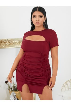 YOINS BASICS Plus Size Crew Neck Cut Out Short Sleeves Mini Dress