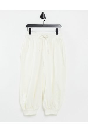 ASOS Loungewear - Unisex 3/4 oversized jogger with embroidered 4505-Cream