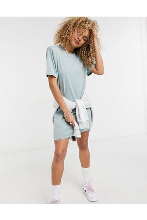 Weekday Kahlo organic cotton midi t-shirt dress with shoulder pads in