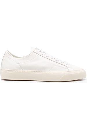 Closed Lace-fastening flat-sole sneakers