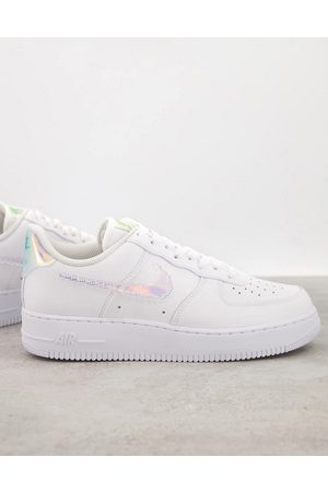 Nike Air Force 1 '07 LV8 trainers in