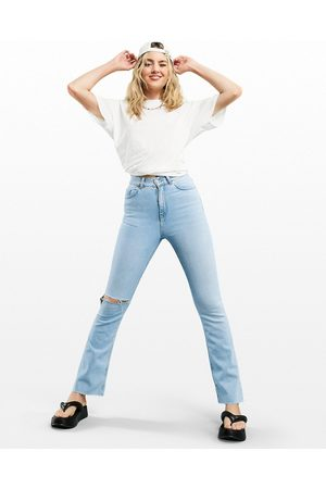 ASOS Women Stretch - High rise '70s' stretch flare in pretty lightwash with knee rip