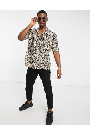 New Look Short sleeve leopard print shirt in stone-Neutral