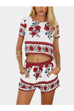 YOINS Floral Print Crop Top & Shorts Co-ord