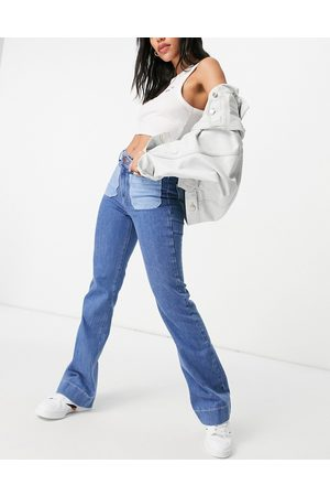 Wrangler Flared jeans with patch pockets in