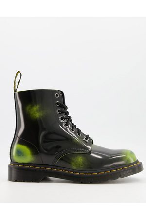 Dr. Martens 1460 8 eye boots in black and leather