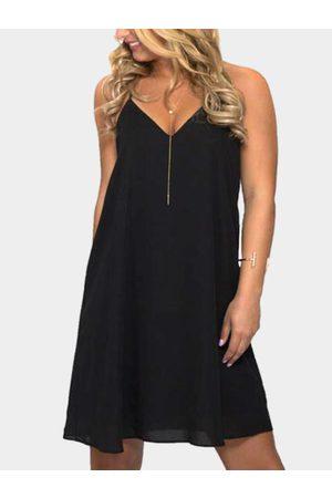 YOINS Sexy V Neck & Sleeveless Backless Mini Dress