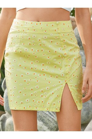 YOINS Women Printed Skirts - Daisy Print Calico Slit Hem Mini Skirt