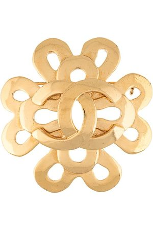 CHANEL Twisted CC brooch