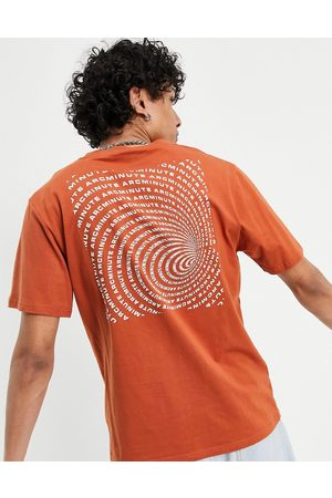 The Arcminute Arcminute t-shirt with back print in rust