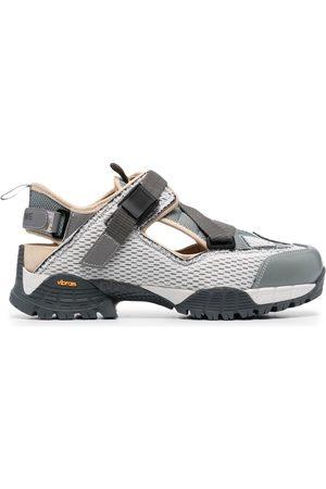 yume yume Hking closed-toe sandals
