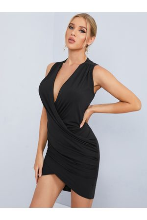 YOINS Women Sleeveless Dresses - Crossed Front Design Pleated V-neck Sleeveless Sexy Dress