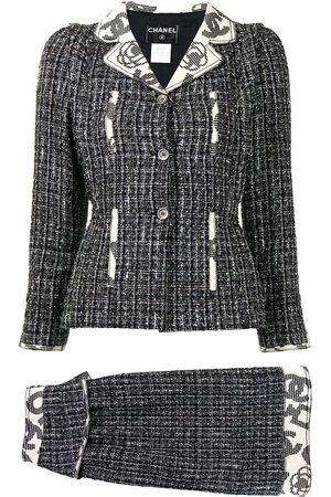 CHANEL 2006 Camélia motif tweed skirt suit