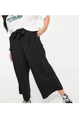 New Look Plus New Look Curve cropped trousers in