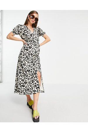 River Island Women Casual Dresses - Leopard print button through midi dress in