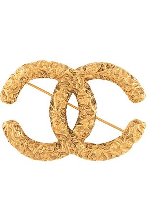 Chanel Pre-Owned 1993 textured CC brooch