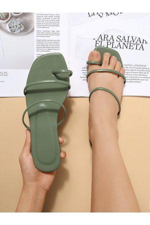 Yoins Toe Ring Thin Strap Flat Sandals