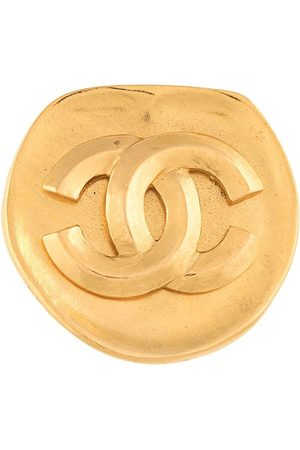 CHANEL 1996 CC logo rounded brooch