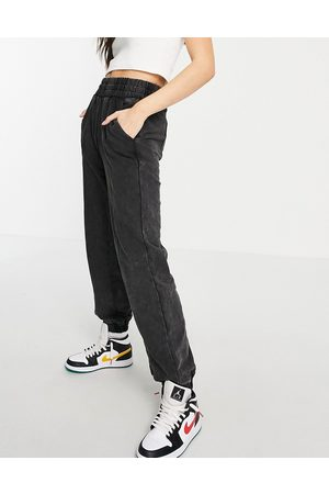 Signature Front seam joggers in washed
