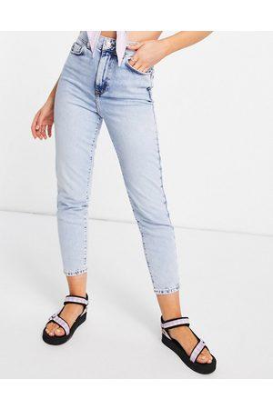 New Look Waist enhance mom jean in light
