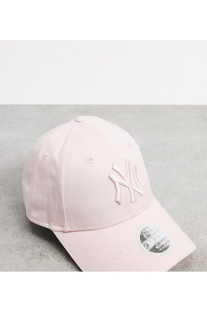 New Era Exclusive 9Forty cap in pale with tonal NY