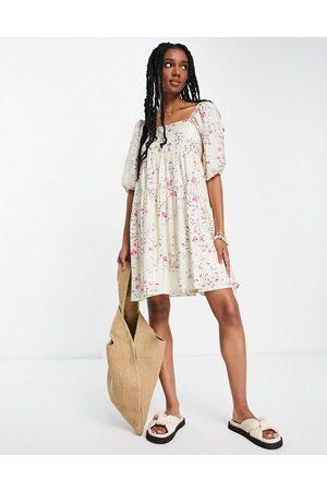 Vero Moda Women Casual Dresses - Open back mini smock dress in cream floral-Multi