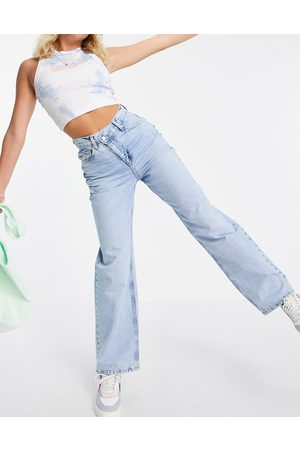 ASOS DESIGN Women Boyfriend - Organic cotton blend 'relaxed' dad jeans with stepped waistband in midwash