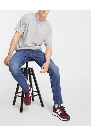 Levi's Levi's 502 tapered fit jeans in mid wash