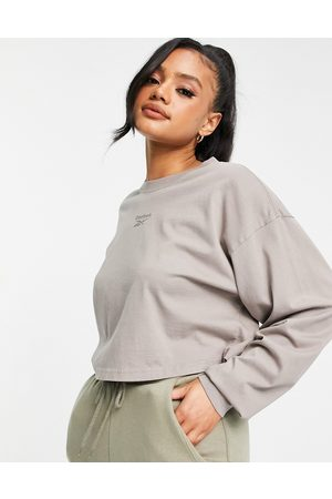 Reebok Small central logo long sleeve top in -Neutral