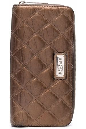 CHANEL 2006 diamond quilted continental wallet