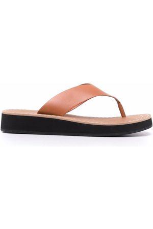 12 STOREEZ Thong-strap sandals