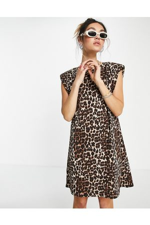ONLY Organic cotton t-shirt dress with padded shoulder in leopard print-Multi