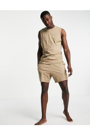 New Look Lounge vest & relaxed fit short set in stone-Neutral
