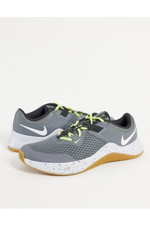 Nike MC trainers in and white