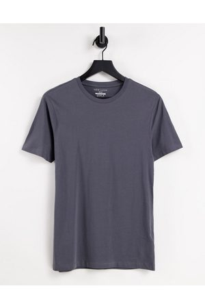 New Look Muscle fit t-shirt in dark
