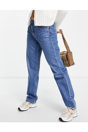 Levi's Levi's low pro straight leg jeans in mid wash