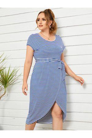YOINS Plus Size Round Neck Striped Belt Design Slit Design Short Sleeves Dress
