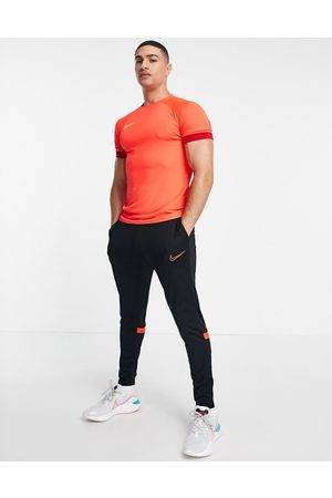 Nike Men Joggers - Dri-FIT Academy 21 joggers in and red