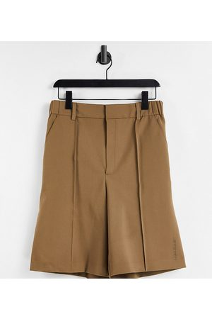 COLLUSION Shorts - Unisex short in tan