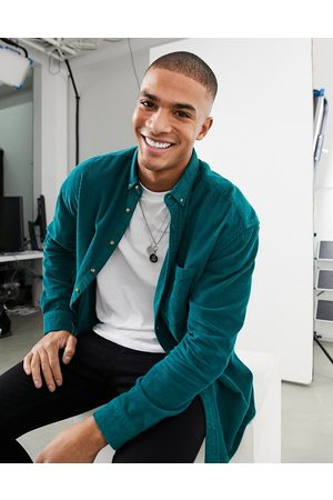 ASOS Men Casual - 90s oversized style cord shirt in collegiate