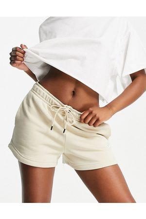 Nike Women Sports Shorts - Essential fleece shorts in rattan -Neutral
