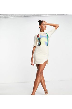 AsYou Split detail skate dress with graphic in cream