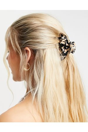 Monki Ava claw hair clip in black and white-Multi