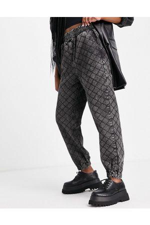 Signature Women Loungewear - Cuffed jogger jean in wash check