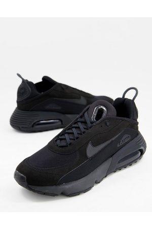 Nike Air Max 2090 C/S in triple