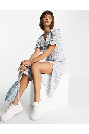 River Island Women Casual Dresses - Frill chest houndstooth check midi dress in