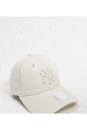 New Era Exclusive 9Forty NY cap in off tonal