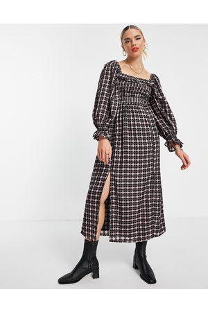 River Island Women Casual Dresses - Shirred square neck check midi dress in