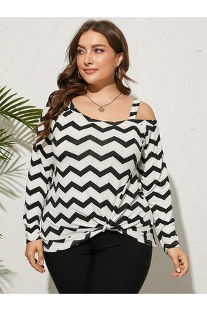 Yoins Plus Size Cold Shoulder Wave Long Sleeves Tee