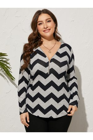 YOINS Plus Size V-neck Wave Zip Front Long Sleeves Tee